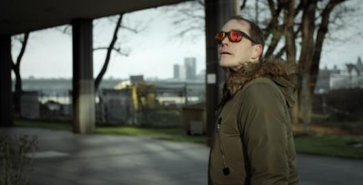 JETZT.NICHT._Godehard-Giese-watching-sunglasses_(c)_Heimatfilm